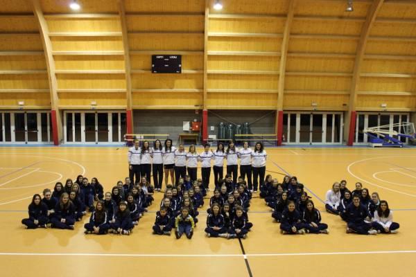 da sx: U16 - U13 - Minivolley - U12 - U14 - 2a DIV. In piedi: Serie D